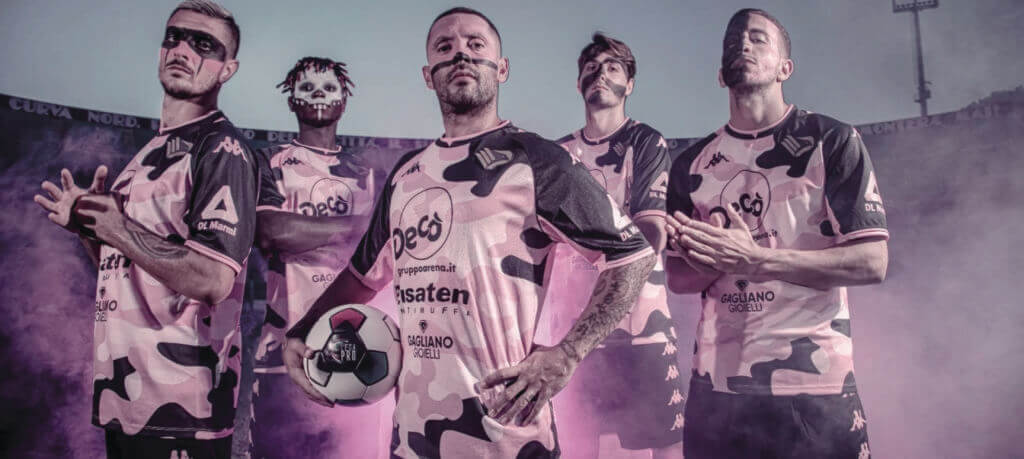 The third jersey was presented. The new Kombat Third